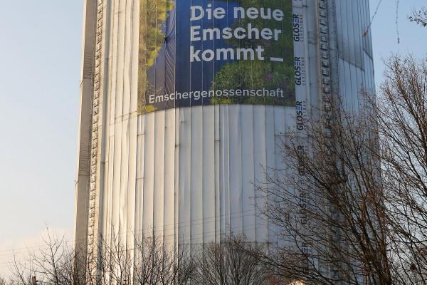 Megaposter der Emschergenossenschaft am Gasometer