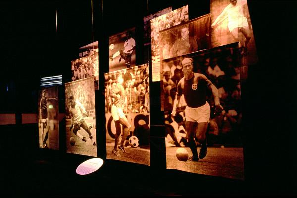 mehrere Fotografien legendärer Fußballer
