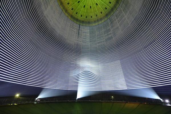 Lichtmalerei im Inneren des Gasometers Obernhausen