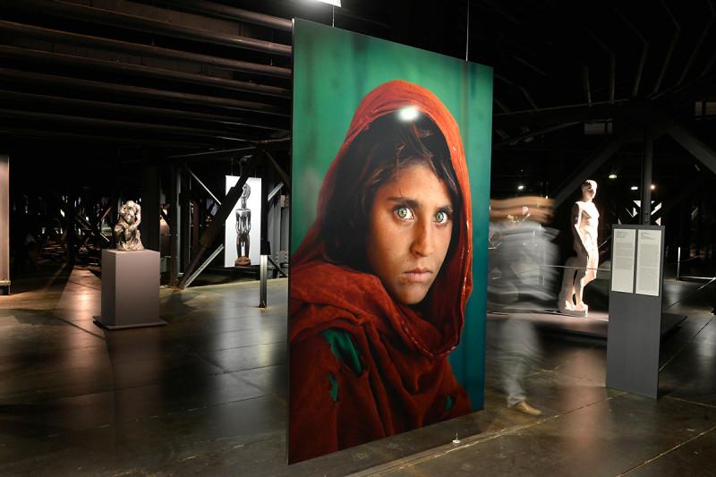 Großformatige Fotografie auf der ersten Ausstellungsebene des Gasometers