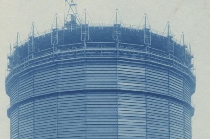 Historische Fotografie des Baus des Gasometers.