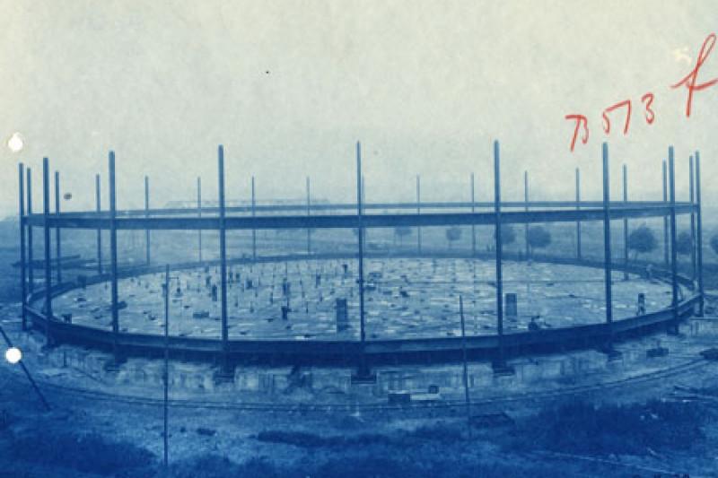 Historische Fotografie der Fundamentslegung des Gasometers.