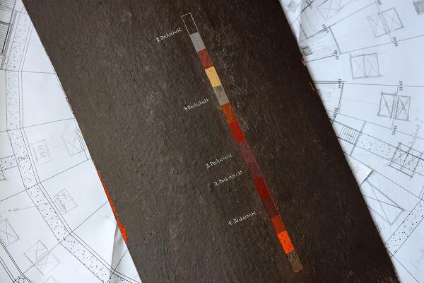 Die Freilegungstreppe zeigt die verschiedenen Farbschichten des Gasometers.